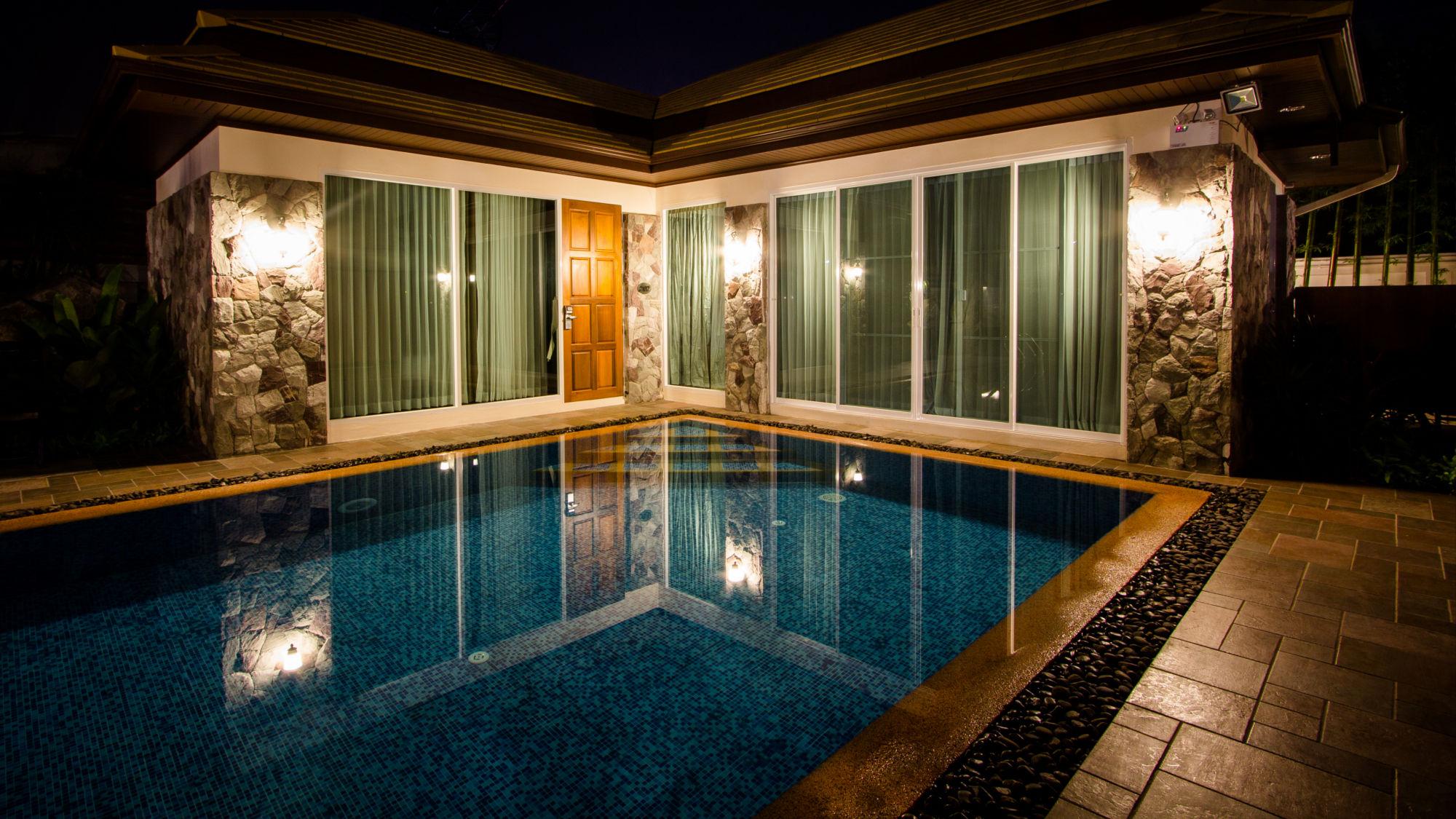 โรงแรมบางแสน ภูเพลสส์วิลล่า